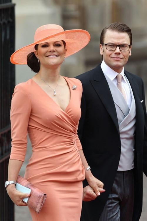 Princessa Victoria da Suécia e o marido. Coral rules!
