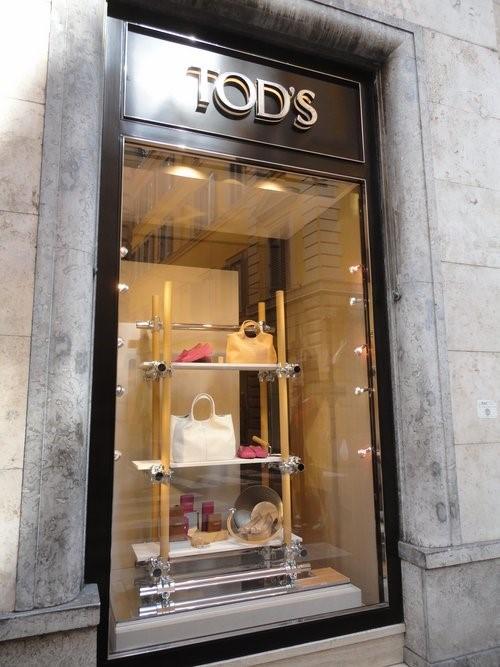 Diego Della Valle proprietário da marca TOD'S explora o tema 'Um momento Italiano'. A campanha fotografada em Roma enaltece o que a marca tem de melhor: sapatos drivers e bolsas de cor bege em tons sem igual