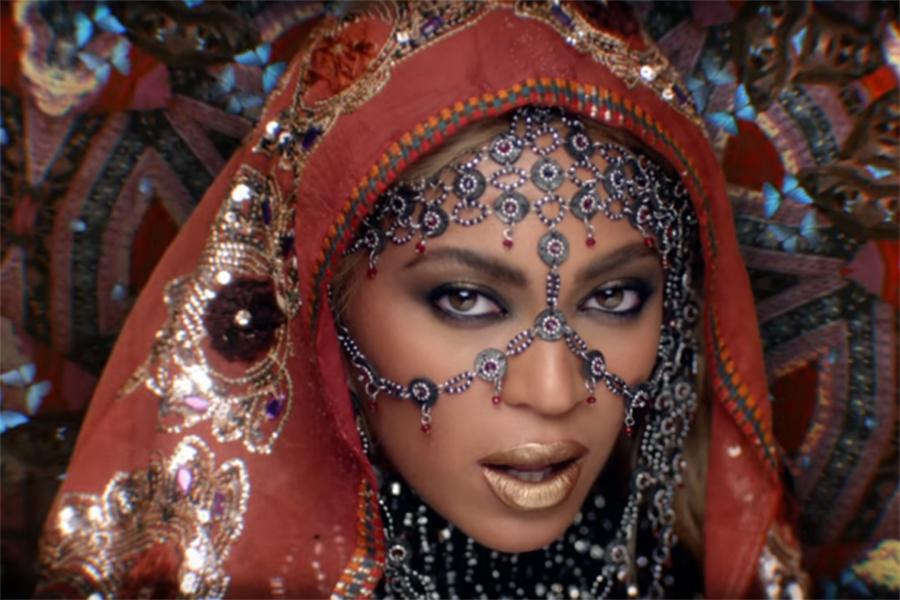 Beyoncé vira estrela de Bollywood em novo clipe de Coldplay; assista