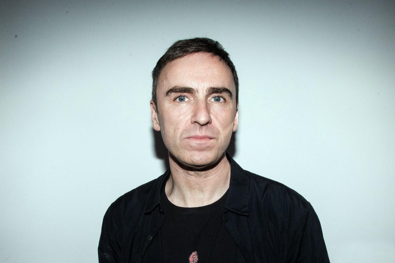 Raf simons é confirmado como novo diretor criativo da Calvin Klein